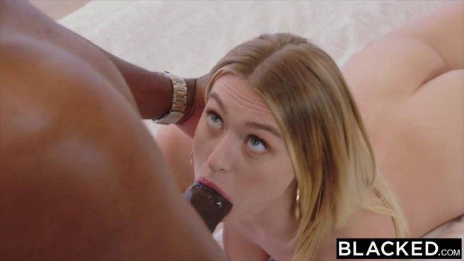Чернокожая просит белую подругу переспать с ее мужем и выдоить из него много кончи #8
